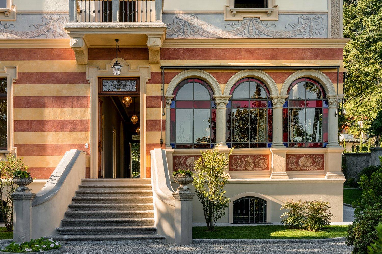 Facciata principale; veranda e dettaglio delle decorazioni V&DN Creative Photography