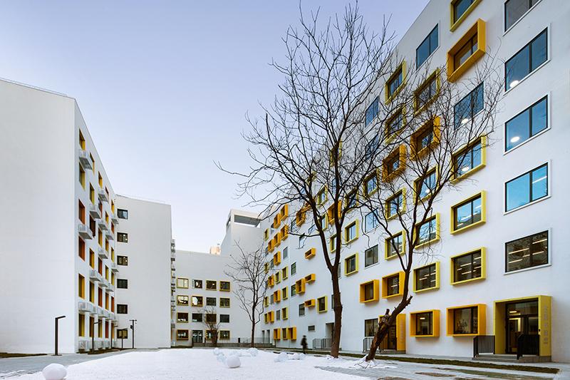 Campus courtyard YANG Chaoying}