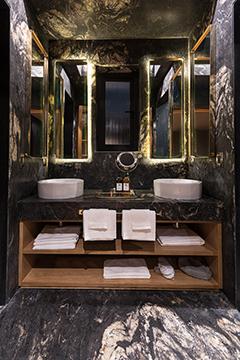 Comfortable and luxurious bathroom of the Black Guest Room Jaime Navarro