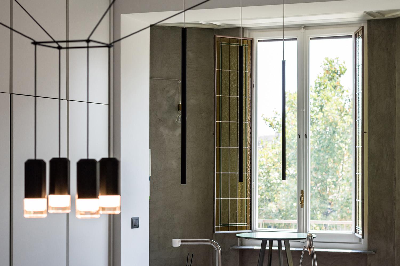 Immagine 1: Dettaglio corpo luce sospensione su tavolo da pranzo Architetto Marco FRULLO