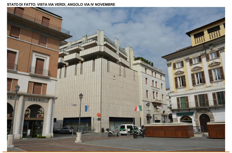 10 - fotografia dello stato di fatto - vista all'angolo tra Via Verdi e Via IV Novembre studio B+M Associati}