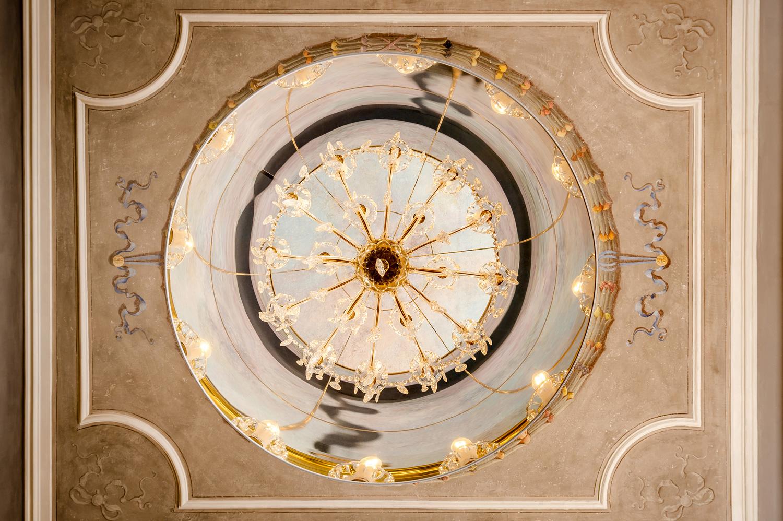 Sala da pranzo: il soffitto dopo i lavori di restauro V&DN Creative Photography}