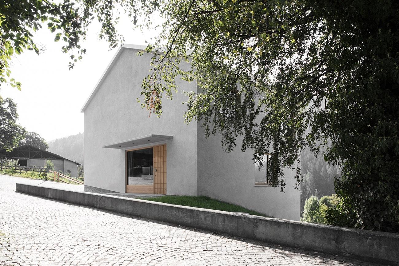 facciata d`accesso  Photo by Gustav Willeit. © Arch. Daniel Ellecosta