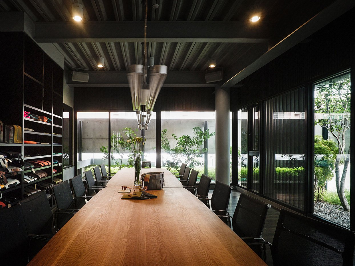 Office-The exposed concrete above leads the modest daylight in, a comfortable light source can be provided indoor at day. Kuo-Min Lee
