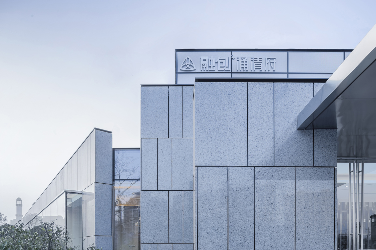 purity of the façade, rhythm and ductility of the wall Huang Jinrong
