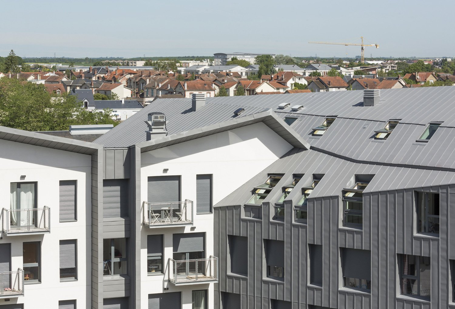 """The flats are in four adjacent """"town houses"""" with direct access to a shared garden © Luc Boegly"""