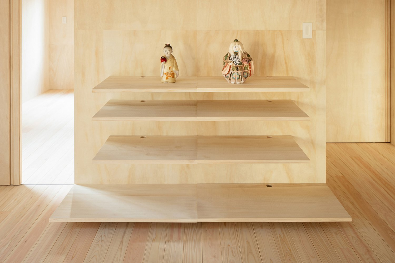 traditional dolls and paulownia wood Takumi Ota