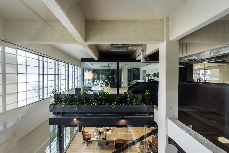 Il progetto di ammodernamento degli interni prevede l'inserimento di strutture nuove, chiaramente distinguibili nell'uso di materiali, quali vetro e legno. IDM Südtirol / Ivo Corrà