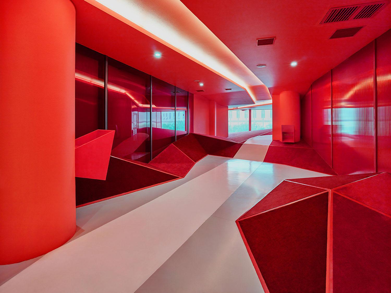 red tube interior YANG Chaoying