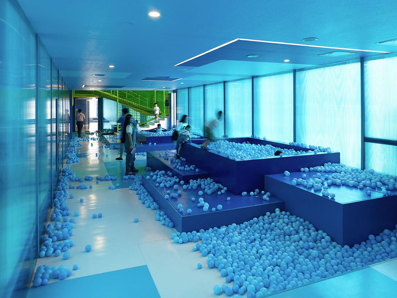 blue tube with ball pools YANG Chaoying