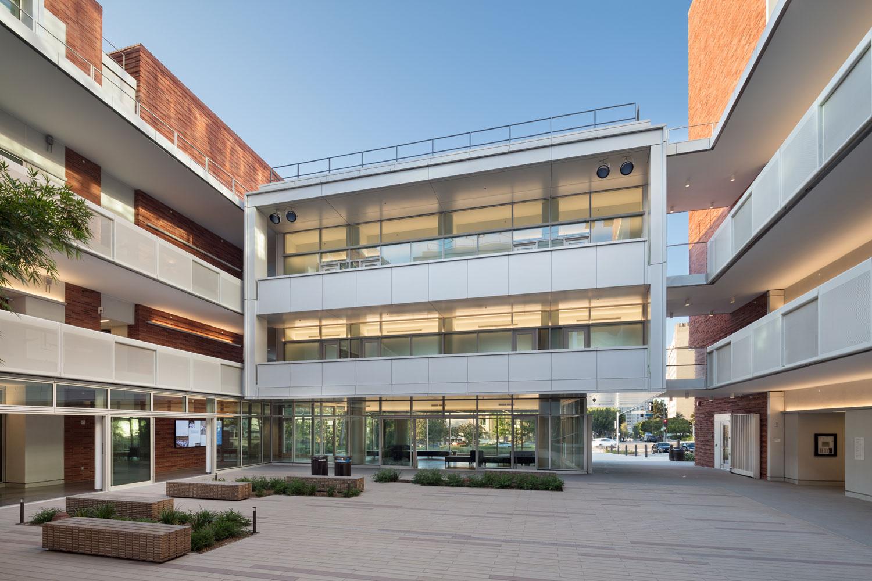 Geffen Hall, David Geffen School of Medicine, University of California © David Lena