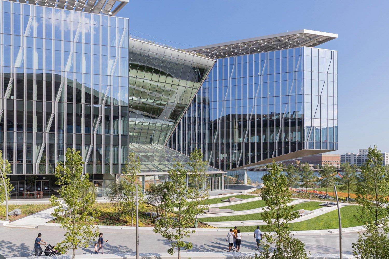 Tata Innovation Center, WEISS/MANFREDI. Iwan Baan