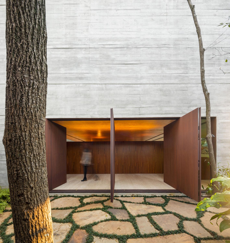 Main entrance Fernando Guerra| FG + SG Fotografia de Arquitectura, courtesy Studio MK27