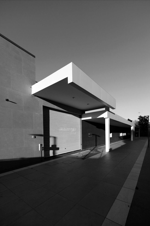 Ingressi laterali, volumi puri Stazione Vigna Clara, Roma