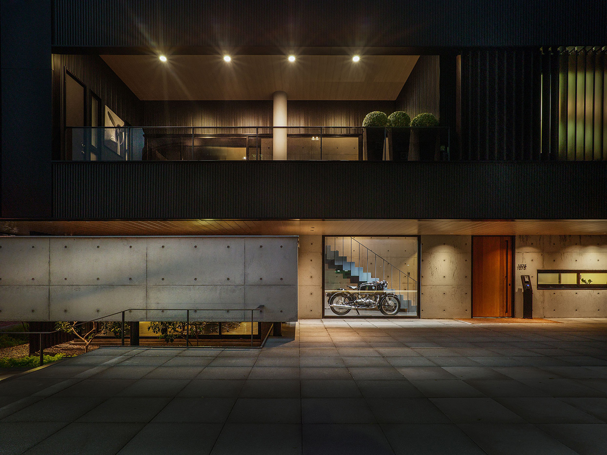 1F platform& 2F balcony- It can provide opportunities to have interaction with the first floor balcony Kuo-Min Lee