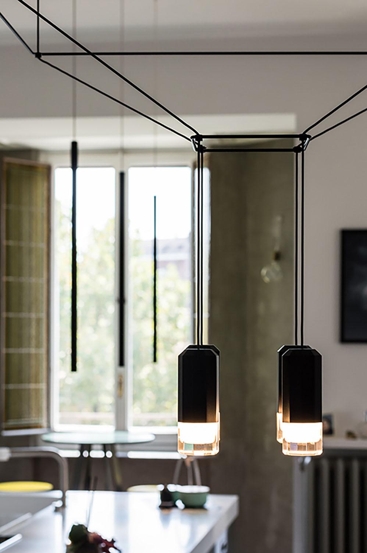 Immagine 9: Dettaglio del corpo illuminante del tavolo da pranzo Architetto Marco FRULLO