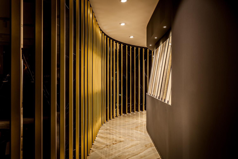 Dettaglio lamelle perimetrali Clubhouse ed esposizione Maurizio Picci
