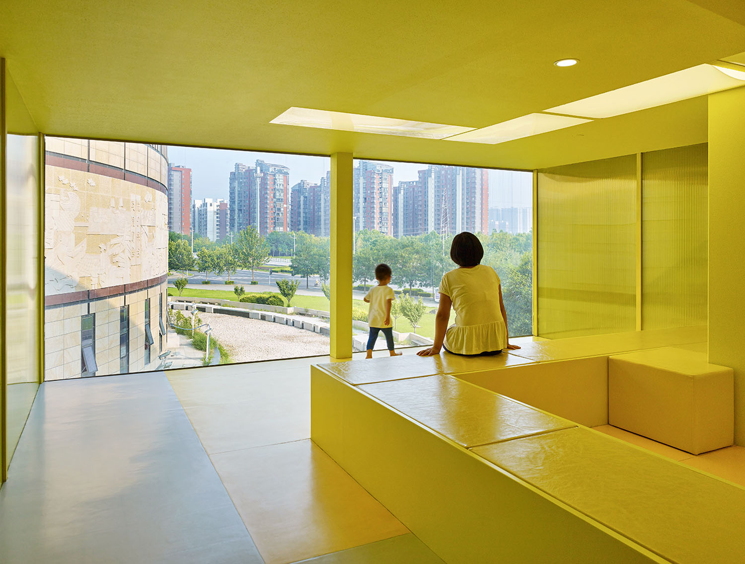 yellow tube with framed view YANG Chaoying