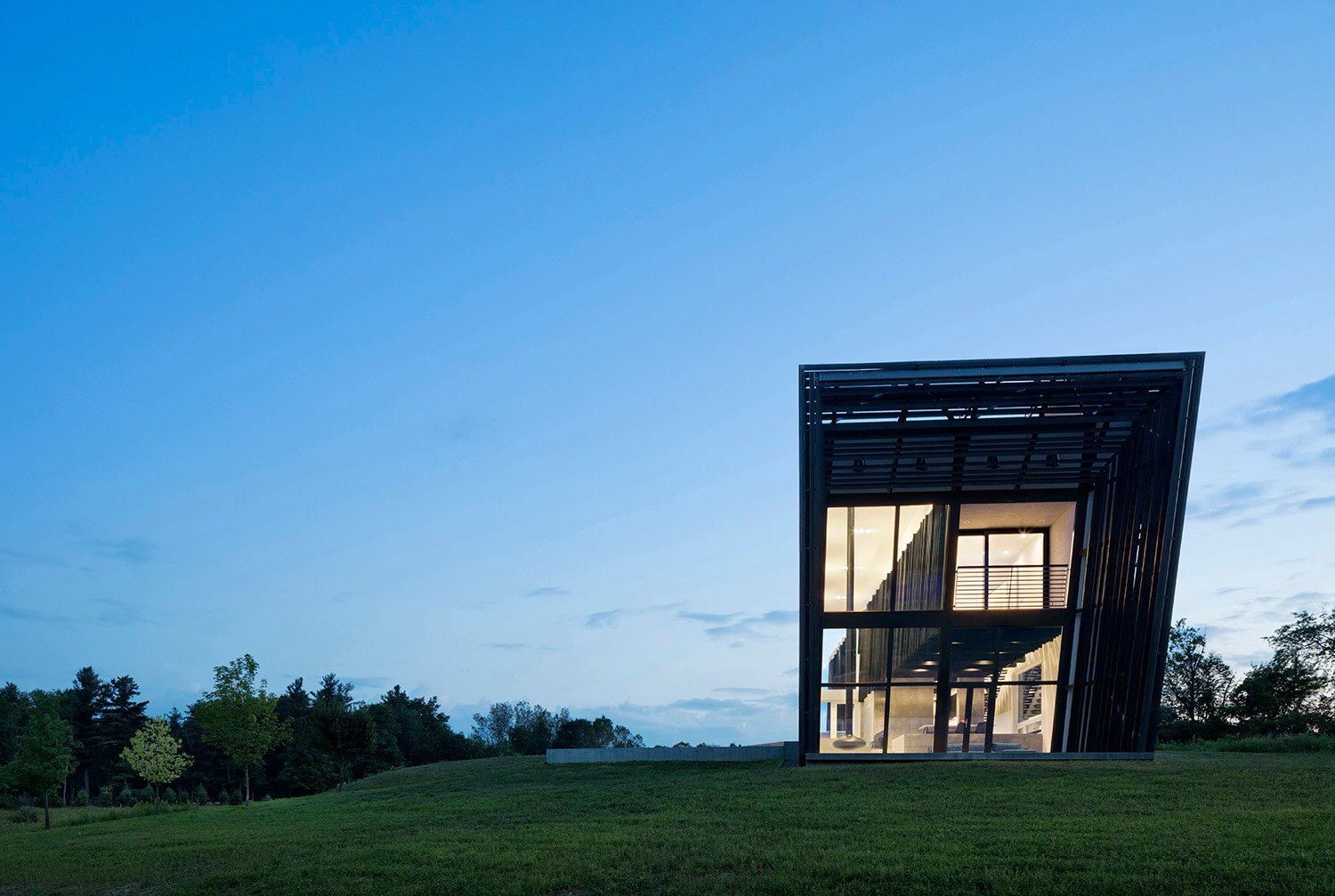 Exterior view showing inner volume hovering within outer volume Michael Moran / OTTO