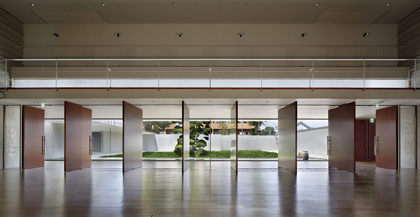 Hall and courtyard Satoshi Shigeta