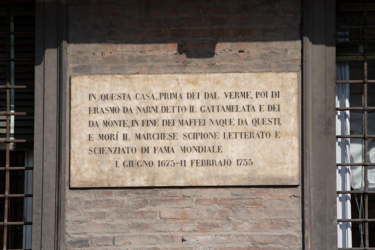 La targa esterna del Palazzo
