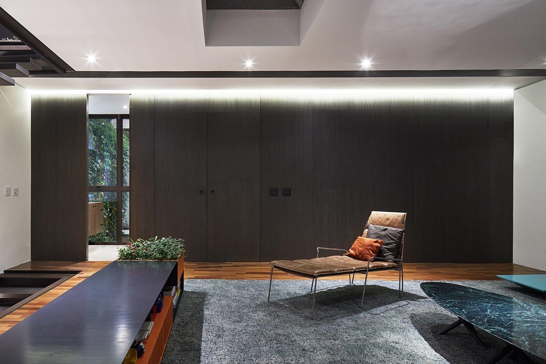 Upper floor living – wood panel  Pedro Kok}