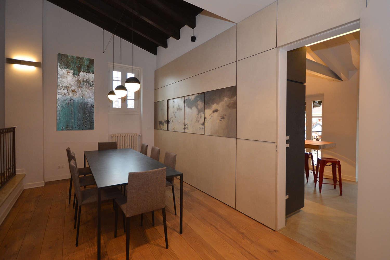 Vista particolare apertura dalla zona living con pannelli decorativi a scorrimento Arch. Federica Simoni