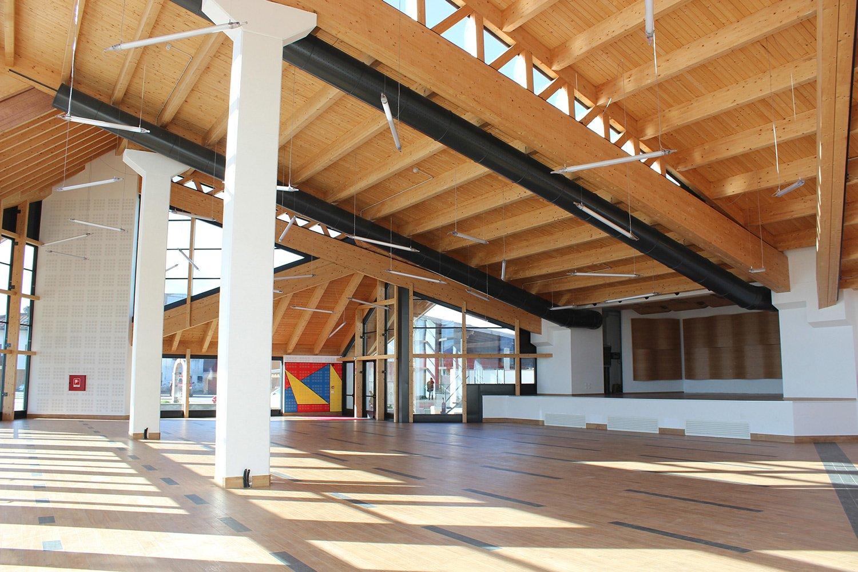 Edificio polivalente e parco urbano - Canove - vista interna palcoscenico Nadia Basso