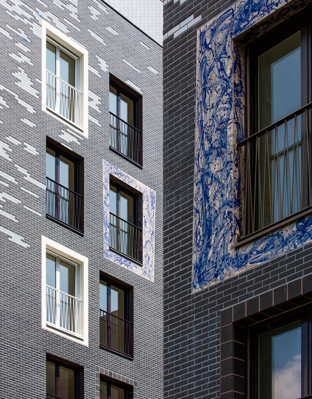 Ceramic details of the facade and the ceramic frame of Danilo Trogu