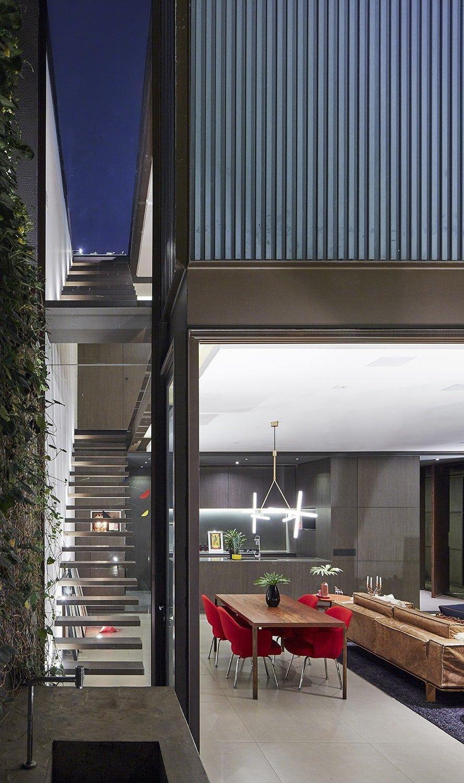 Stairs - range between the house itself and the neighbor Pedro Kok}