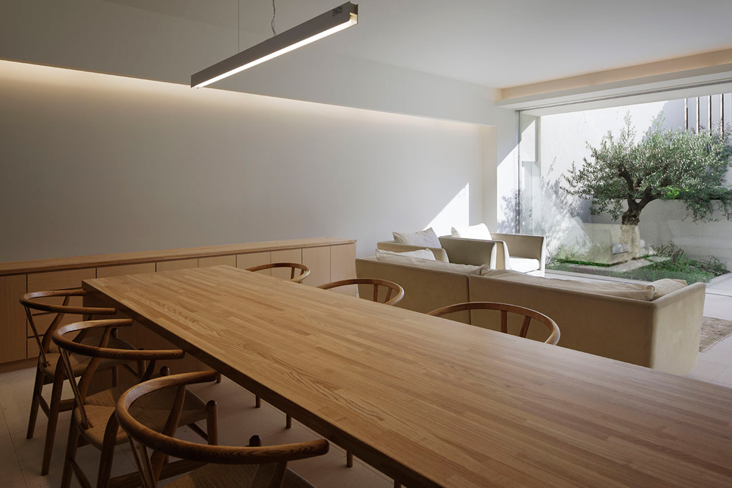 Dining.All lighting is not exposed by indirect lighting. }