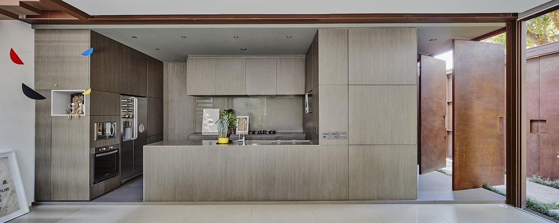 Kitchen - functional island Pedro Kok