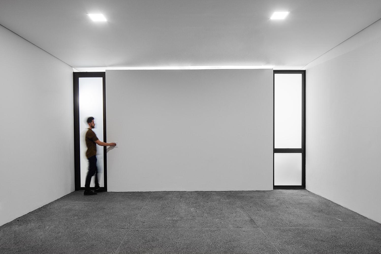Garage - minimalism Pedro Kok}