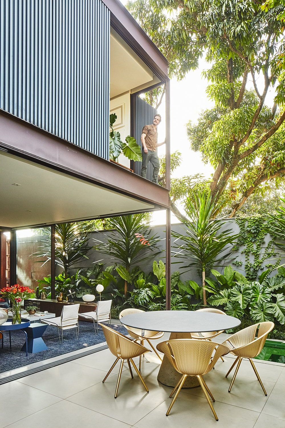 Patio – view to the living and garden Pedro Kok