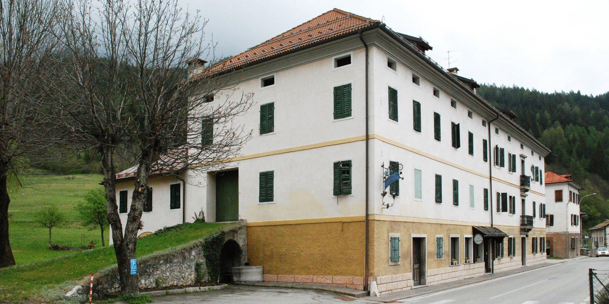 L'edificio esistente del Ristorante / Existing Restaurant Building }