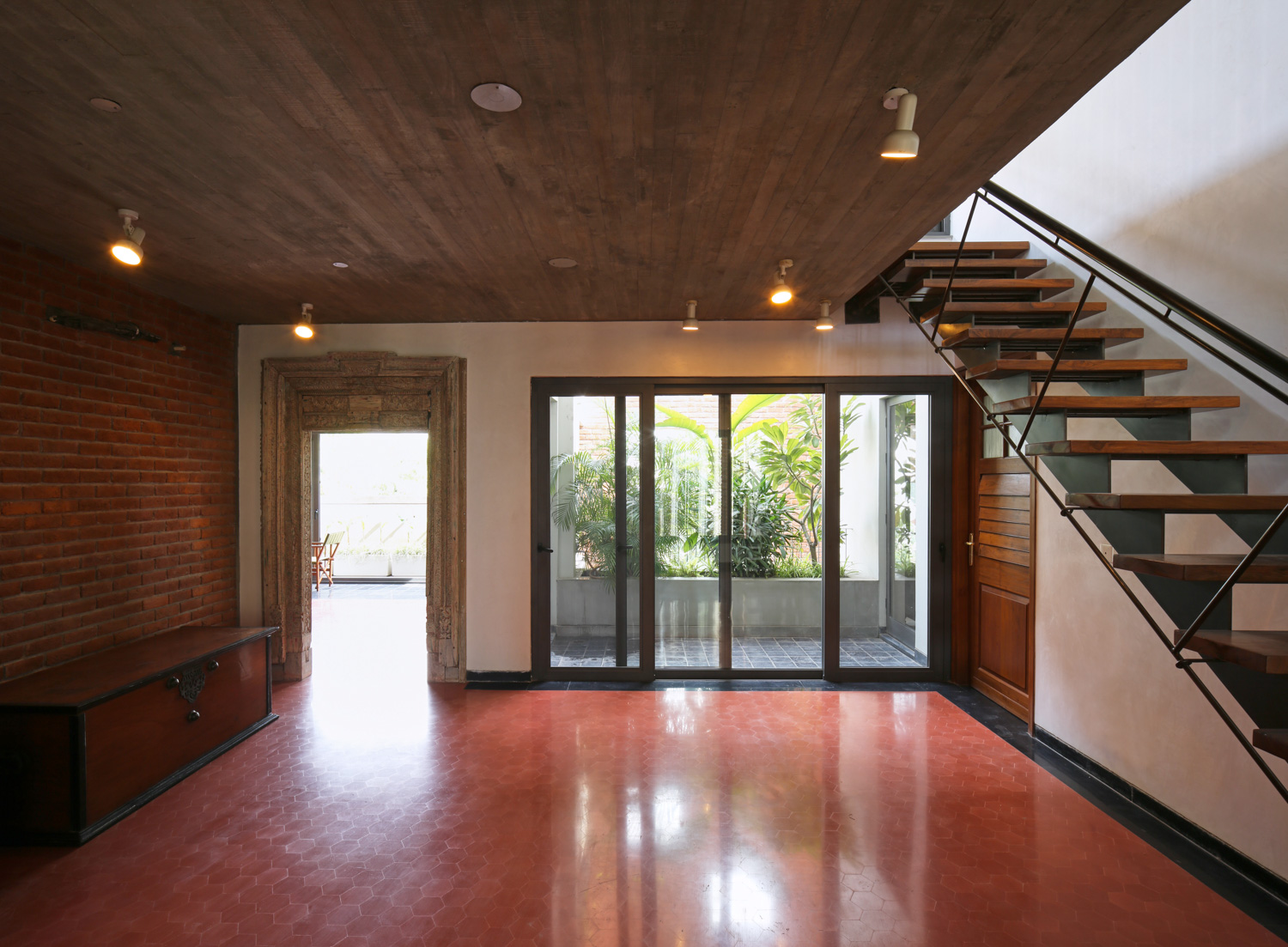 Seamless flow of spaces expands the compact house Edmund Sumner}