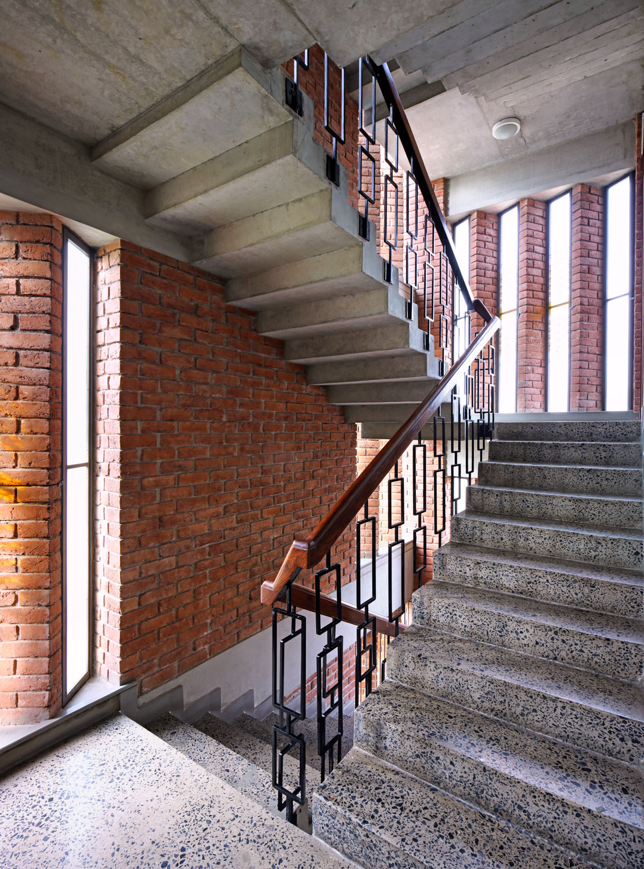 Polished concrete staircase Edmund Sumner}