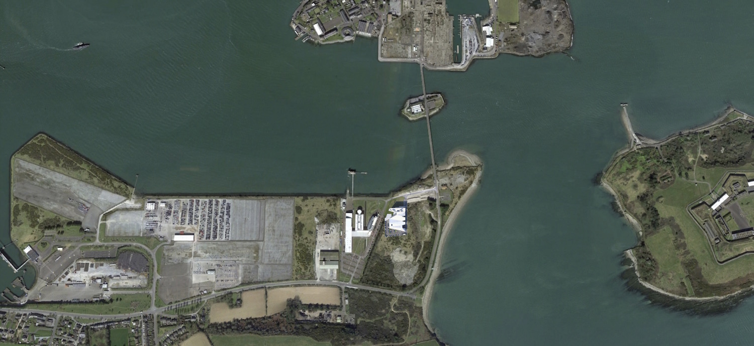 Satellite image, showing the project in the context of the bay }