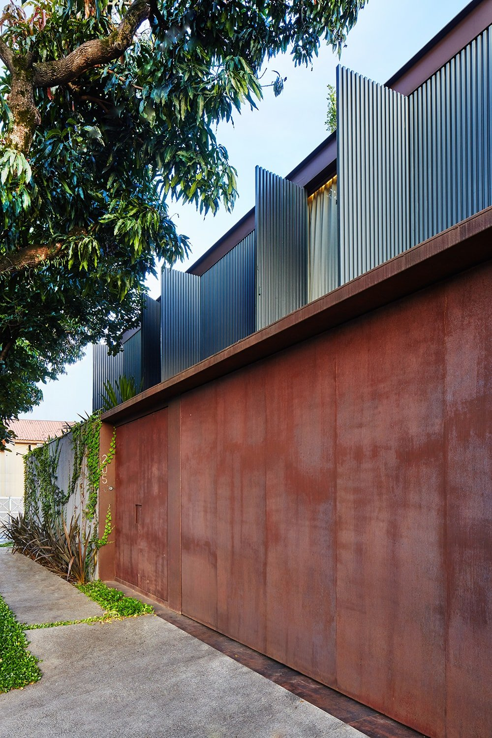 Front Facade – discretion from the public street Pedro Kok