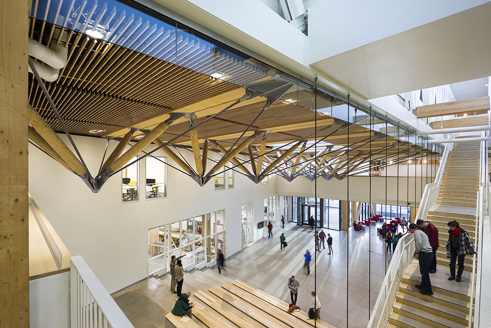 All of the various activities of the building have a presence in the Commons; studios, offices, classrooms and seminar rooms, as well as wood shops and digital fabrication labs   Albert Vecerka / Esto