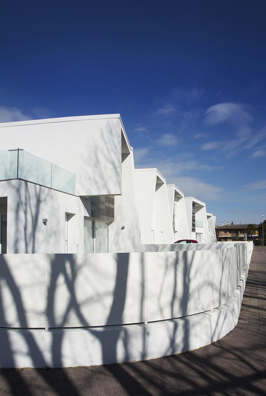 "Detail of the ""serpentine"" in the main facade Andrea Sparzani architetto"