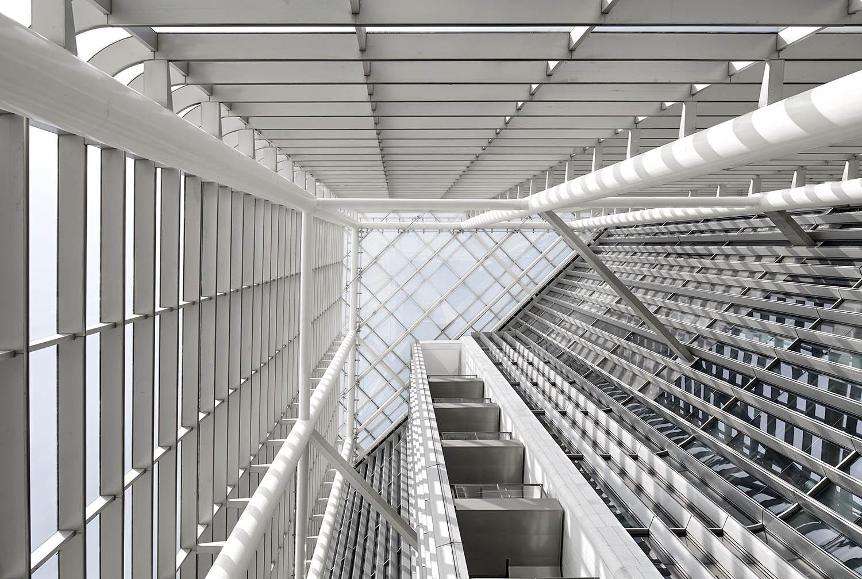 Inside the sky atrium © Zeng Jianghe / gmp Architects