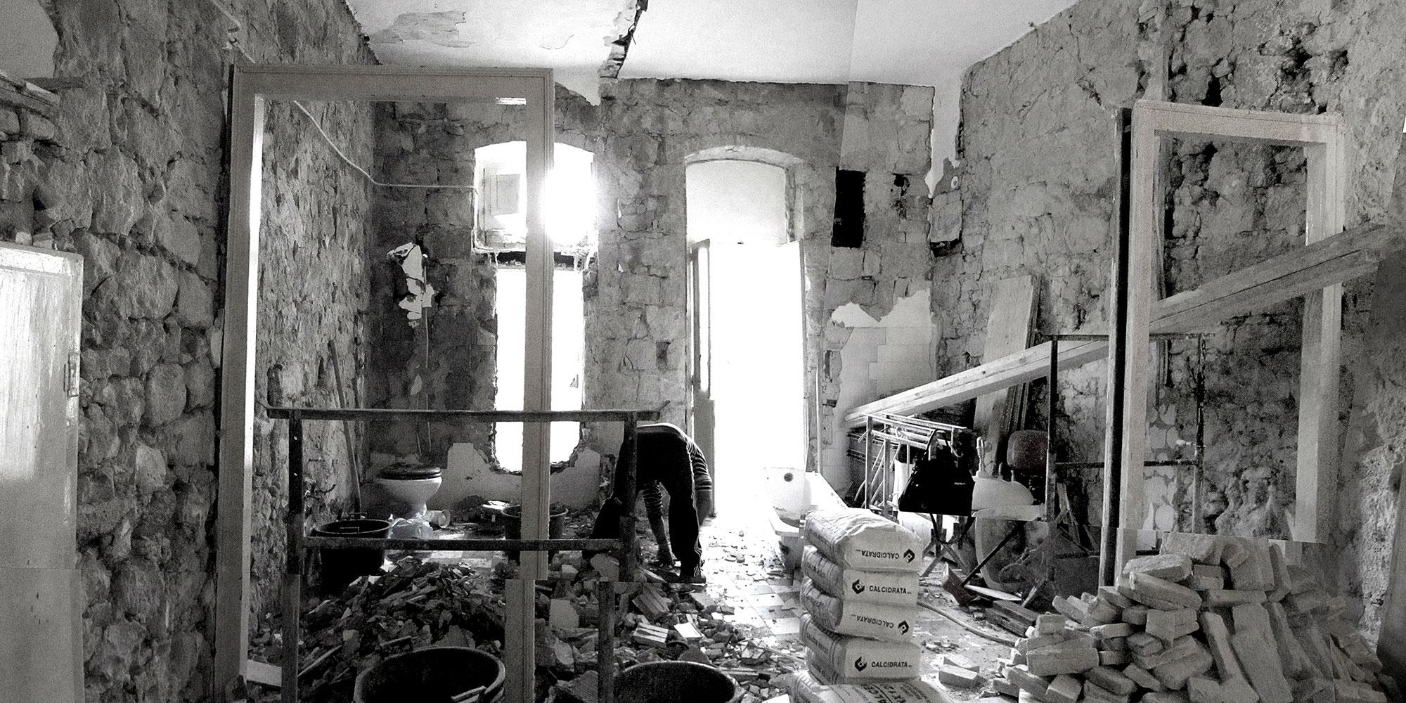 Recupero totale delle strutture e dei pavimenti originali ancora esistenti. }