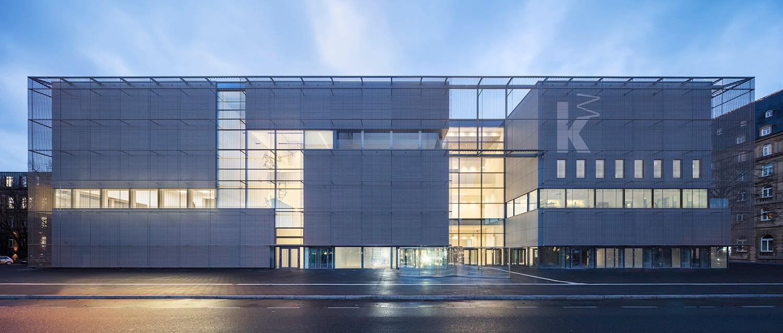 New building by night © Hans-Georg Esch