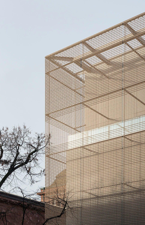 Characteristic metal mesh facade © Hans-Georg Esch
