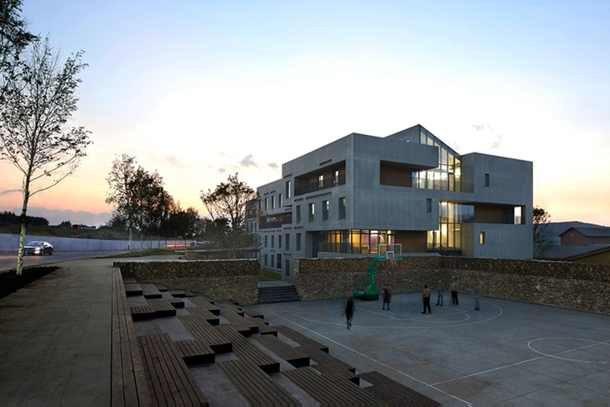 3-View from the pathway to the basketball court