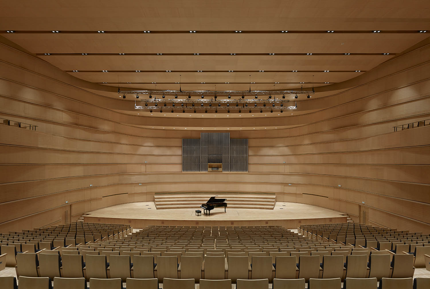 Stage of the concert hall with organ © Christian Gahl / gmp Architects