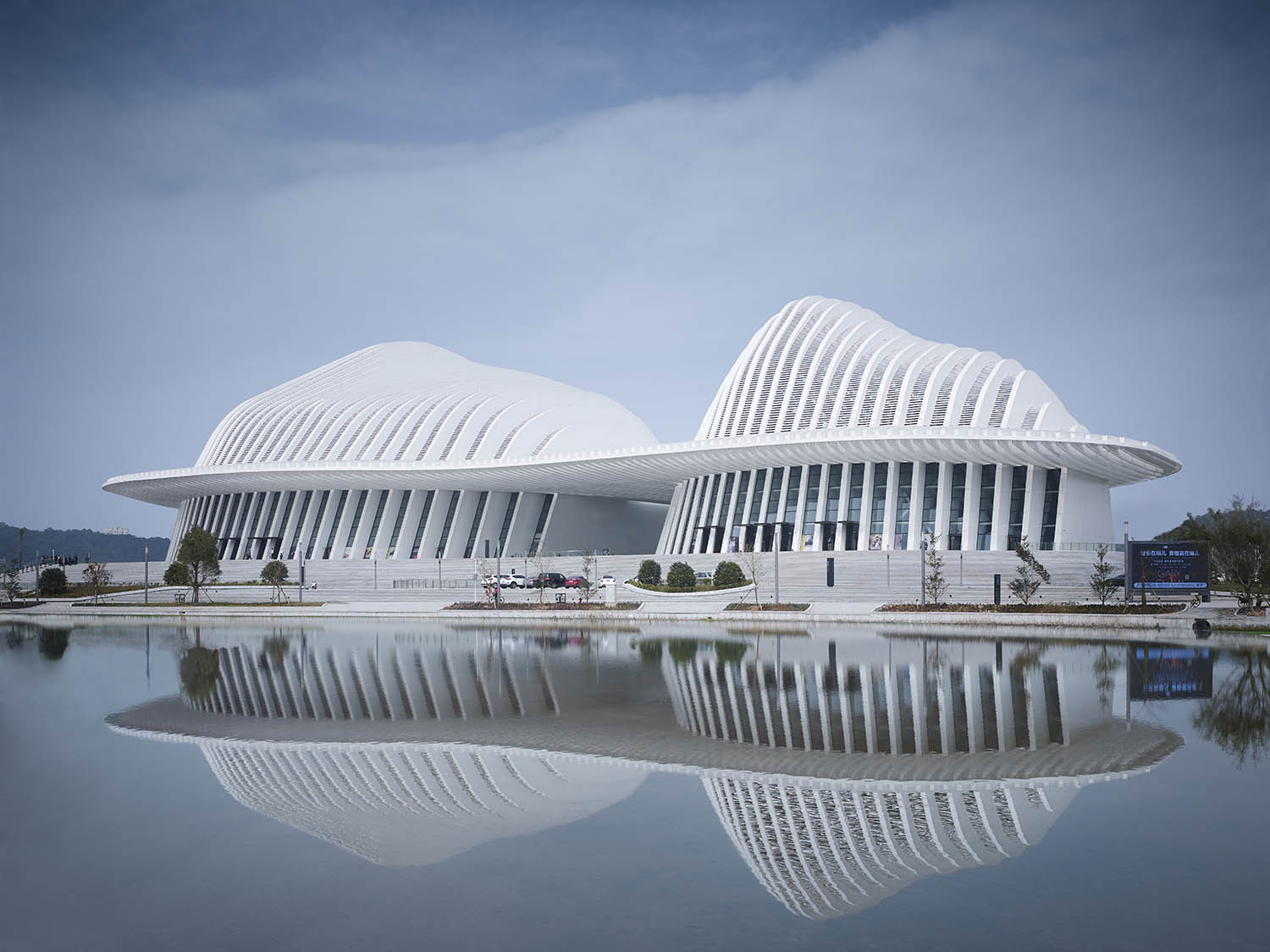 Reflection on the water © Christian Gahl / gmp Architects