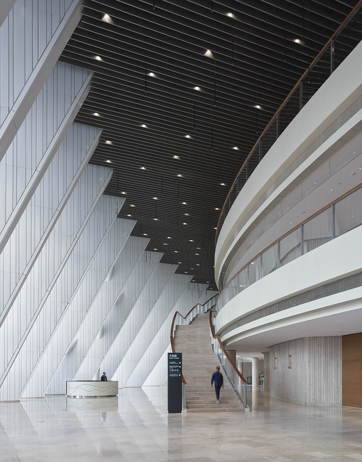 Foyer © Christian Gahl / gmp Architects