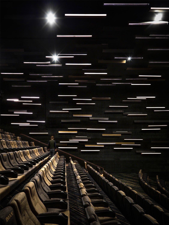 JINYI CINEMAS (GUANGZHOU HAIZHUCHENG IMAX) }